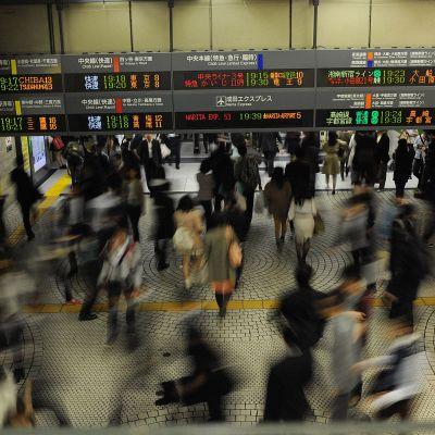 Shinjuku är världens hårdast trafikerade tågstation.