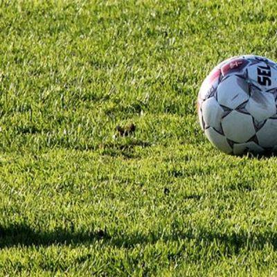jalkapallo pelikentällä