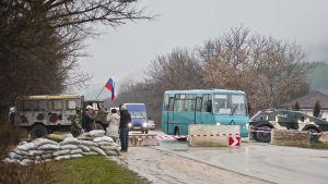 Vägspärr på vägen mellan Simferopol och Sevastopol