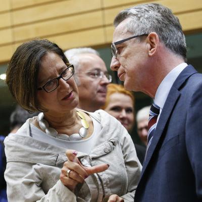 Österrikes inrikesminister Johanna Mikl-Leitner och Tysklands inrikesminister Thomas de Maizière