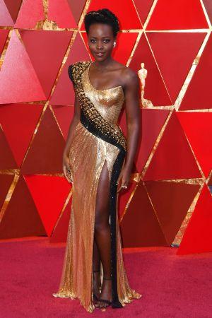 Lupita Nyong'o på röda mattan inför Oscarsgalan 2018.
