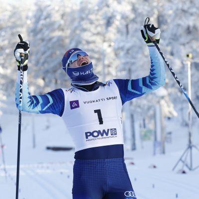 Niilo Moilanen voitti alle 20-vuotiaiden hiihdon MM-kultaa 2021.