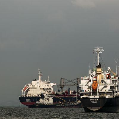 Oljetankrar utanför Singapore i maj 2016.