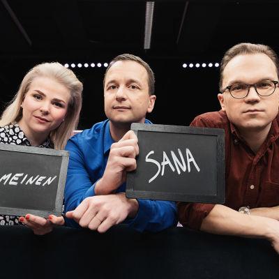 Lena Nelskylä, Heikki Valkama, ja Ville Seuri juontavat Ylen aamussa Viimeinen sana-ohjelmaa.