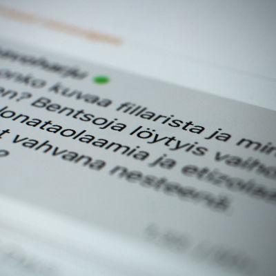 Närbild av en mobilskärm där man kan läsa ett meddelande från en knarkhandlare.