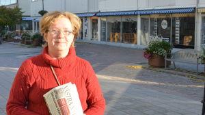 Monica Ferm på gågatan i Hangö.