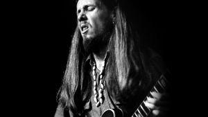 Jukka Tolonen soittaa kitaraa, 70-luku