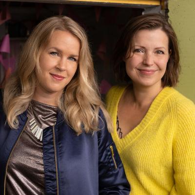 Eva Frantz och Hannah Norrena står i en dörrpost.