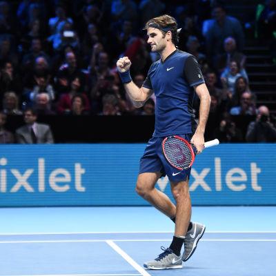 Federer firar segern över Nishikori.