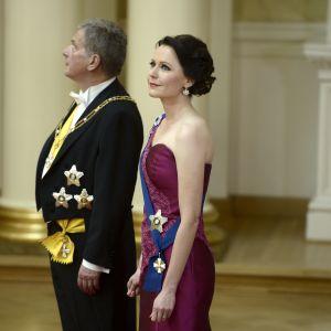 Jenni Haukio och president Sauli Niinistö inväntar årset gäster.
