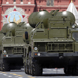 Ryska luftvärnsmissiler av typ S-400 Triumf på parad på Röda torget i Moskva i maj 2016.