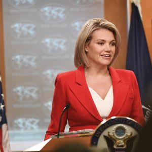 Heather Nauert håller tal.