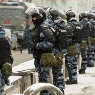 Riot policemen