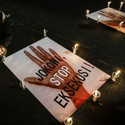 Teloituksia vastustava kynttilämielenosoitus Indonesiassa 28. heinäkuuta 2016.