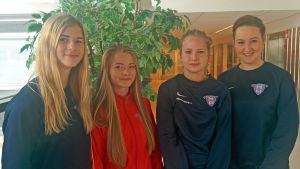 Karoliina Jantunen, Tove Salokivi, Sonja Söderström, Emilia Pessi från fotbollslaget FC Viikingit B2