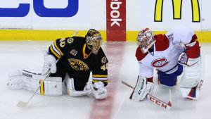 Målvakterna Tuukka Rask och Carey Price i samtal inför NHL-match.