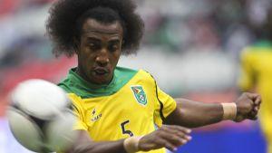 Walter Moore spelar landslagsfotboll för Guyana.