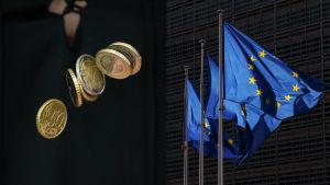 Pengar i luften och Europeiska Unionens falggor.