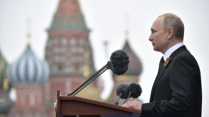 President Vladimir Putin håller tal på Segerdagen.