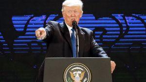 Donald Trump håller tal i samband med Apecs möte