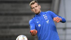 Lukas Hradecky på fotbollslandslagets träningspass.