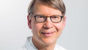 Ögonläkare Tero Kivelä HUS