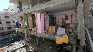 Förstörda lägenheter i Gaza på fredagen.