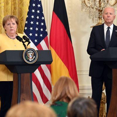Joe Biden och Angela Merkel svarar på mediers frågor efter bilateralt möte den 15.7.2021.