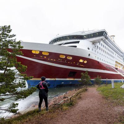 Viking Linen matkustaja-alus Viking Grace on ajanut karille Maarianhaminan edustalla Ahvenanmaalla 21. marraskuuta 2020.