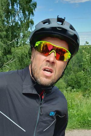 Peltsi polkupyörän selässä