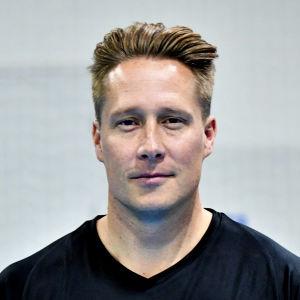 BK-46:s spelande tränare Andeas Rönnberg poserar under ett träningspass sensommaren 2019.