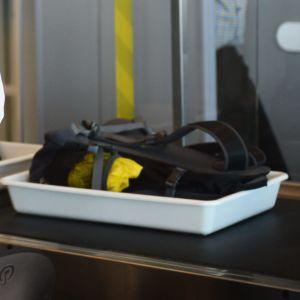 Säkerhetskontroll på Helsingfors-Vanda flygplats.