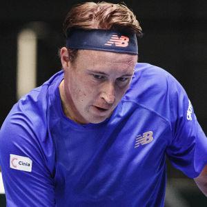 Henri Kontinen spelar tennis.