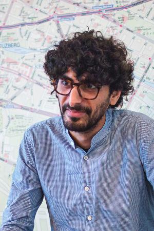 Fransk-libanesiske Adnan Mroueh i ett café