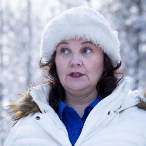 Hanna Smith fotograferad ute i ett snöigt landskap.