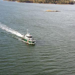 Sjöbevakningen patrullerar vid Norrströmmen i Nagu.
