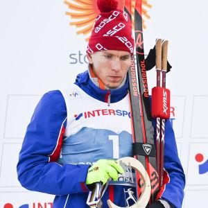 Aleksandr Bolsjunov och Emil Iversen på pallen.