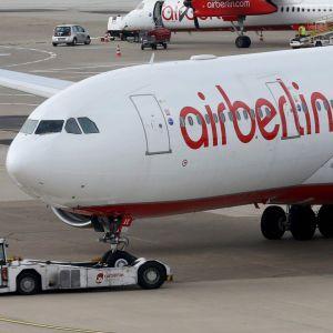 Air Berlins flygplan i Düsseldorf, Tyskland.