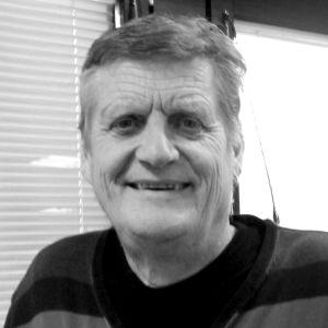 Rolf Streng, reporter på Yle Nyheter, gick ur tiden i maj 2021. Svartvit bild.