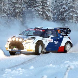 Valtteri Bottas kör i Arctic Lapland Rally.