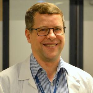 Infektionsöverläkare Juha Salonen vid Vasa centralsjukhus.