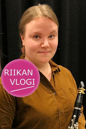 Toimittaja Riikka Holopainen ja klarinetisti Helmi Malmgren