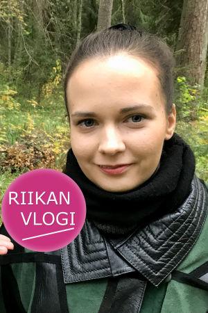 Toimittaja Riikka Holopainen ja viulisti Meriheini Luoto
