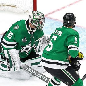 Dallas Stars släpper in mål.