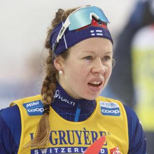 Laura Mononen efter stafettsträcka i Lahtis.
