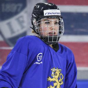 Ronja Savolainen under en träning med landslaget.