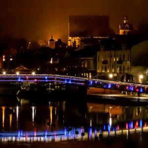 Gångbron i många färger.