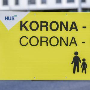 """Skylt med texten """"coronaprovtagning""""."""