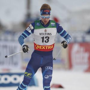 Joni Mäki åker i världscupen.