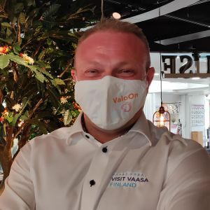 Max Jansson med munskydd.